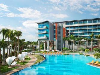 the-luxury-asia-w-hotel-singapore-sentosa-cove-pool