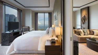 The luxury Asia - The Westin Singapore Bedroom