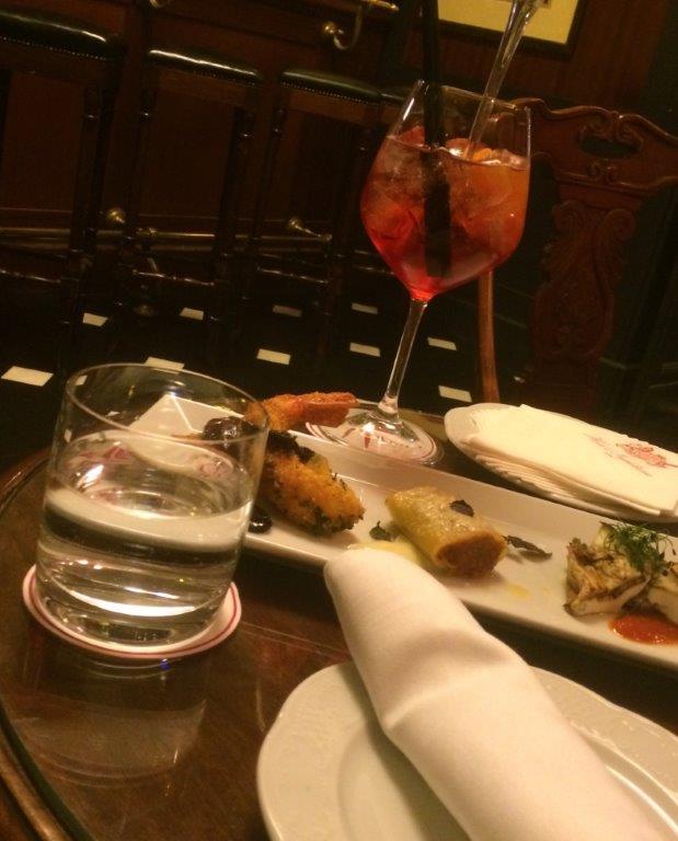 Hotel Inghilterra bar bond food