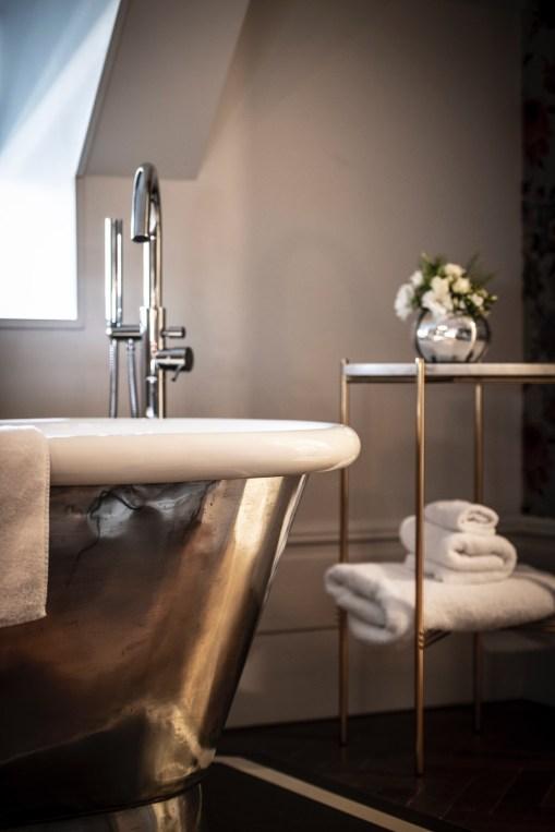 BLO - Studio Suites bathroom 2