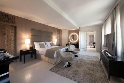 7. Rooms & Suites - Lido Residence - Bedroom