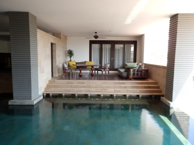 PRIVATE TERRACE IN SEMI-INDOOR SWIMMING POOL