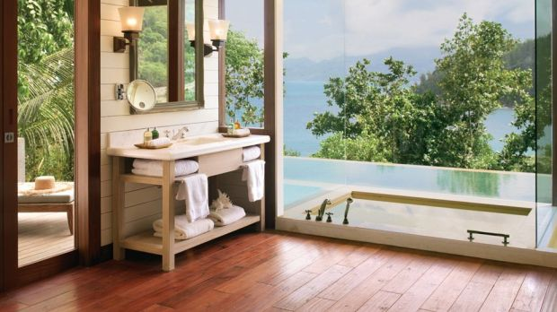 VILLA BATHTUB