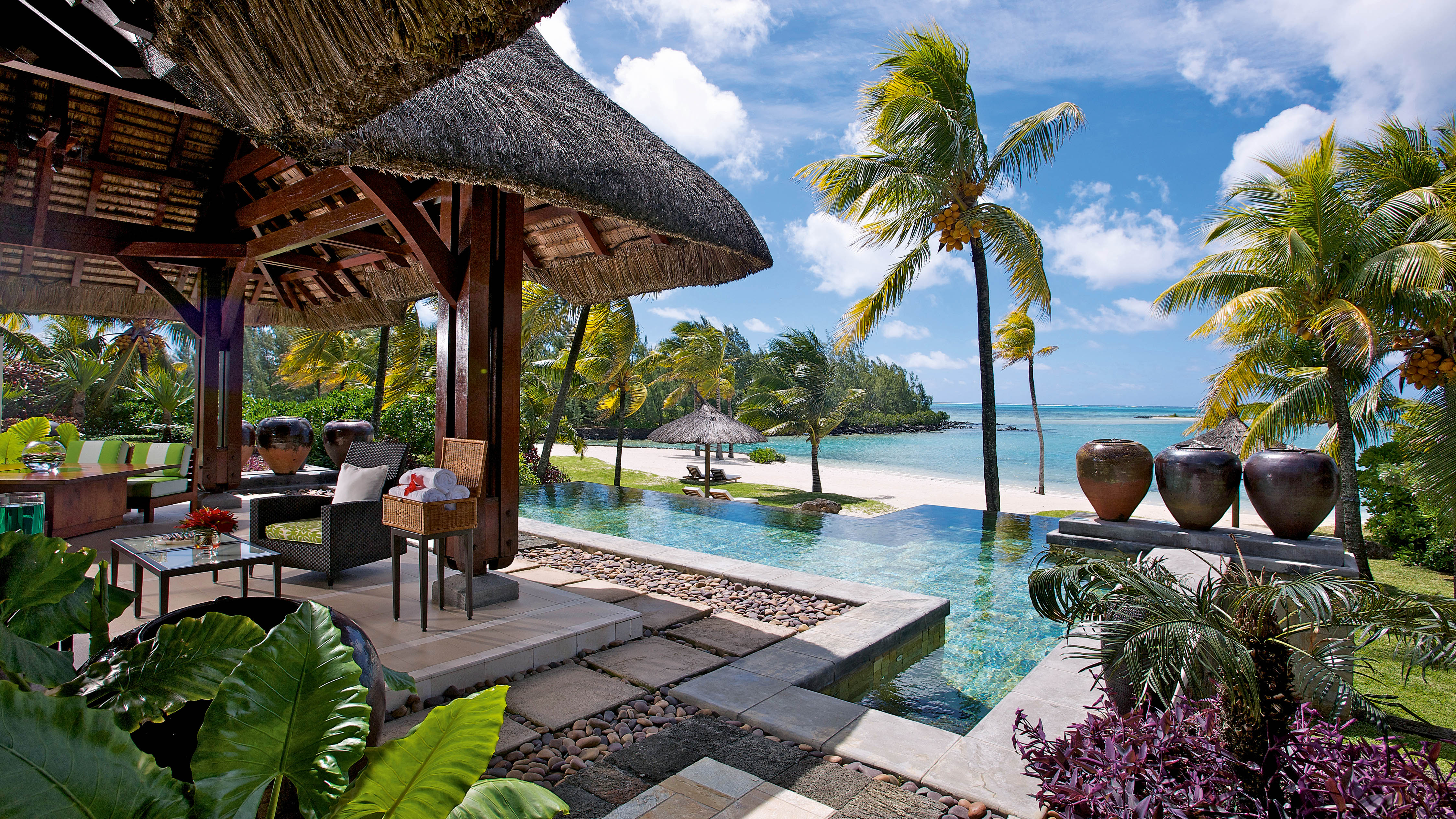 Top 10 best luxury resorts in mauritius the luxury for Design hotel mauritius