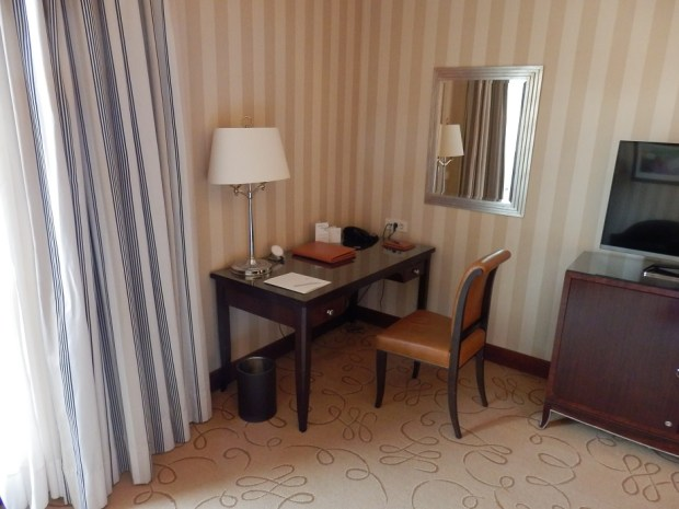 EXECUTIVE SUITE - DESK