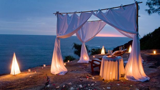 PRIVATE DINNER ON THE ROCKS
