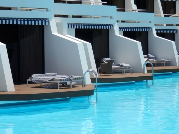 POOL SUITES AT POOL WING