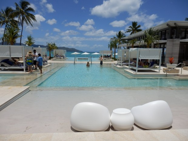 BEACH-FRONT FAMILY POOL