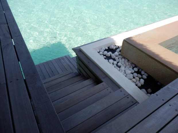 OVERWATER SUITE NR 410: PRIVATE POOL DECK