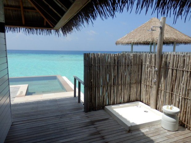 OVERWATER SUITE 410: OUTDOOR SHOWER