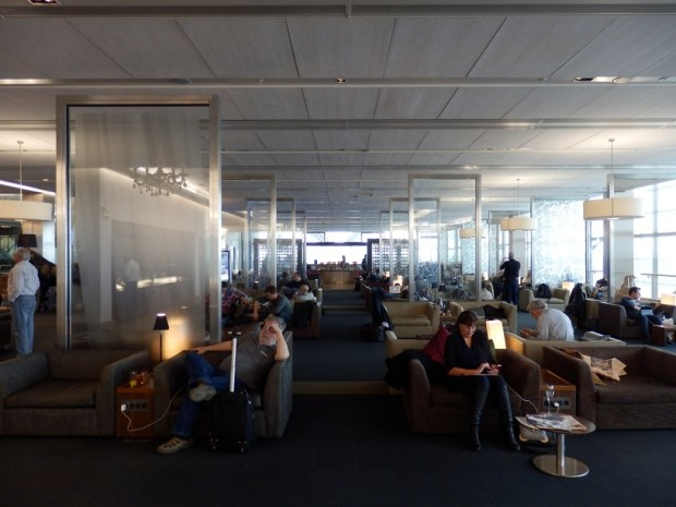 GALLERIES FIRST LOUNGE
