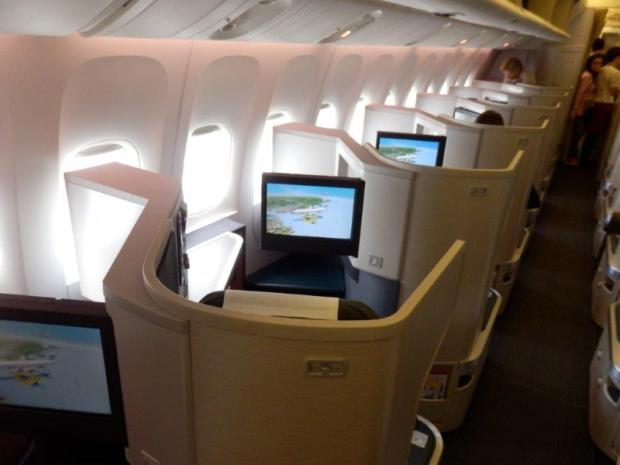 LARGE BUSINESS CLASS CABIN; WINDOW SEATS