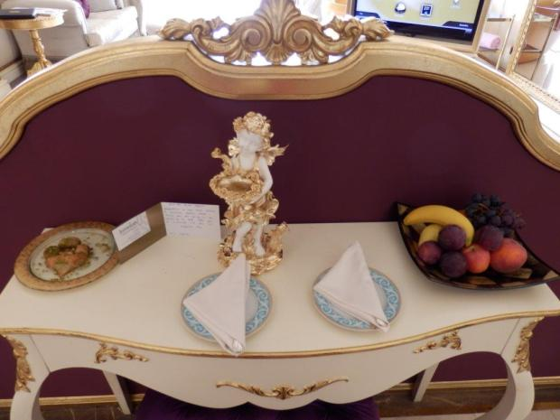 GRAND SUITE: WELCOME SNACKS AND FRUIT BOWL