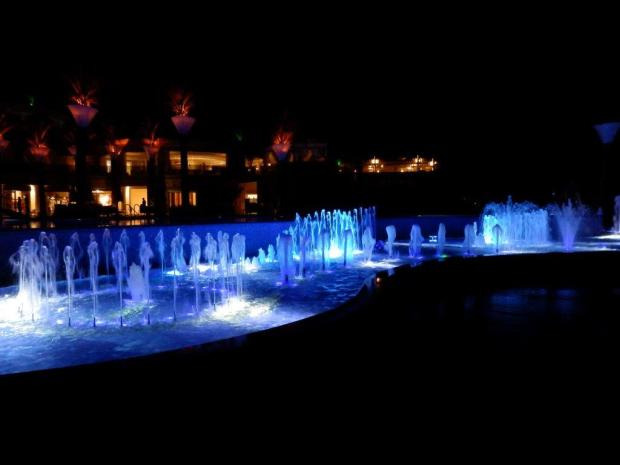 DANCING FOUNTAINS AT NIGHT
