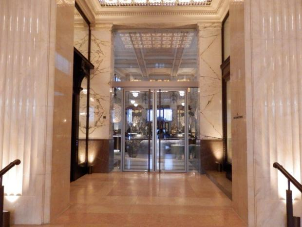 THE BANK RESTAURANT: ENTRANCE