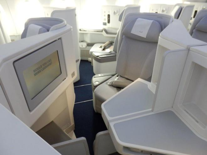 BUSINESS CLASS: MIDDLE SEATS