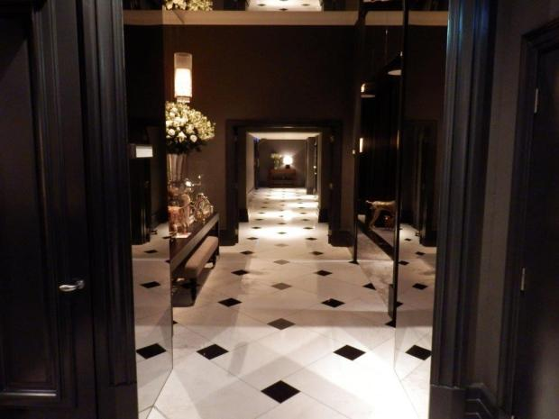 MIRROR ROOM: ENTRANCE
