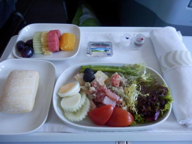LIGHT LUNCH (SERVED 90 MINUTES BEFORE LANDING)