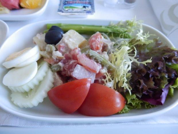 LIGHT LUNCH (SERVED 90 MINUTES BEFORE LANDING): SALAD NICOISE