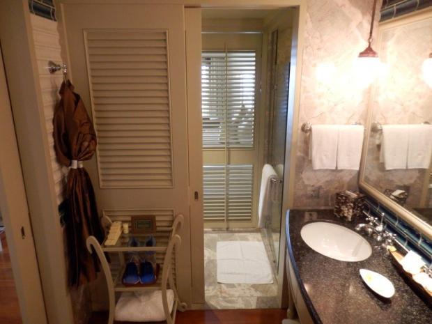 DELUXE ROOM #904: BATHROOM