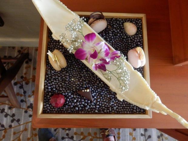 DELUXE ROOM #904: MACARONS & CHOCOLATES