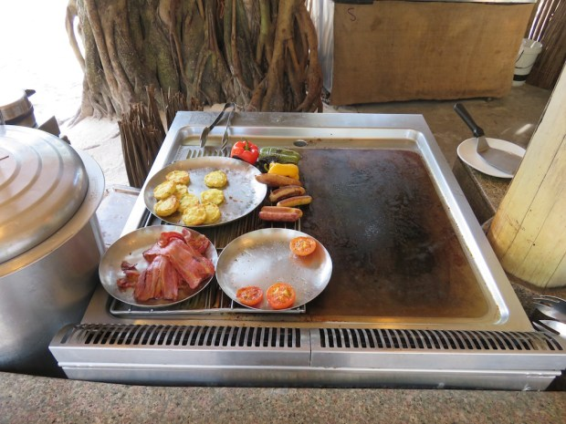 MIHIREE MITHA RESTAURANT: BREAKFAST BUFFET