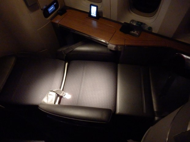FIRST CLASS SEAT 1A: FLATBED POSITION