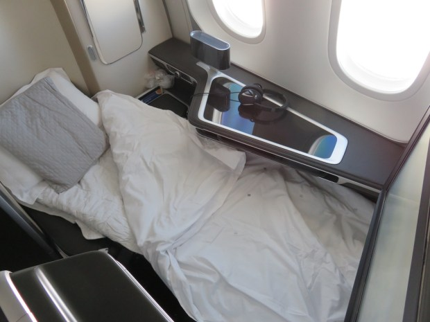 FIRST CLASS SEAT: FLAT BED