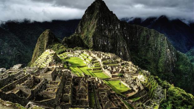 HIKE THE INCA TRAIL TO THE BELMOND SANCTUARY LODGE (PERU)
