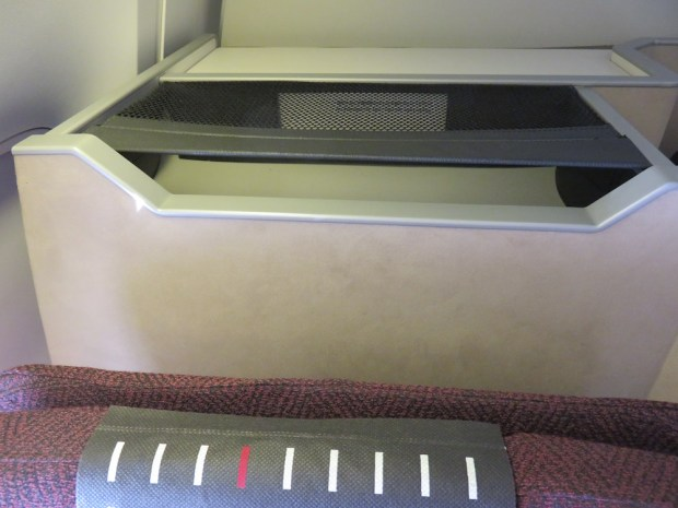 BUSINESS CLASS SEAT 12K/ STORAGE COMPARTMENT BEHIND HEADREST