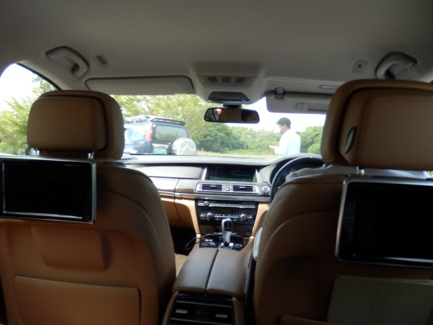 LIMOUSINE TRANSFER TO RESORT