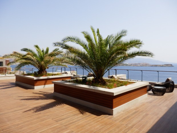 LOBBY: OUTDOOR DECK
