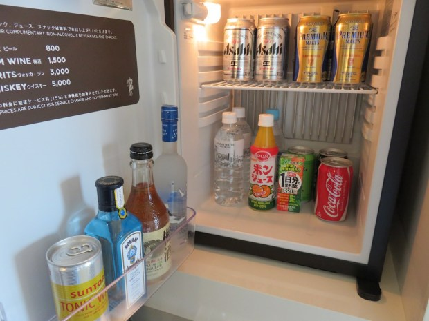 ANDAZ BAY VIEW TWIN ROOM: COMPLIMENTARY MINIBAR
