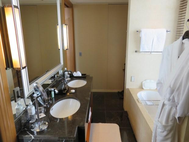 GRAND DELUXE PREMIER ROOM: BATHROOM