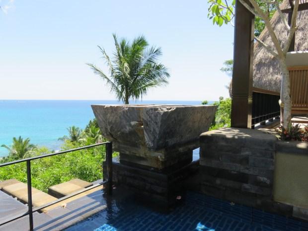 OCEAN PANORAMIC VILLA: OUTDOOR BATHTUB & LOUNGERS