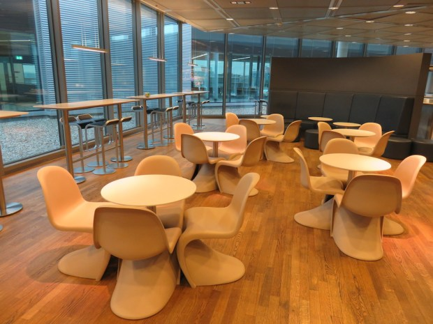 LUFTHANSA BUSINESS LOUNGE AT FRANKFURT