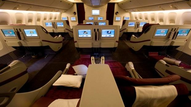 QATAR AIRWAYS BOEING 777 BUSINESS CLASS