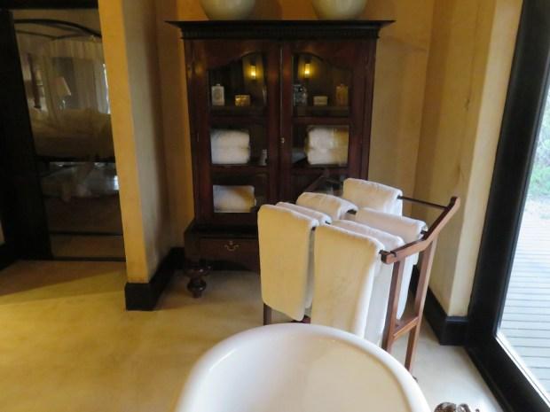 ROYAL SUITE: BATHROOM NR ONE
