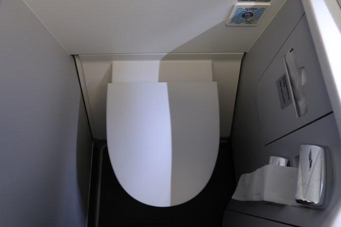 LUFTHANSA A330 BUSINESS CLASS LAVATORY