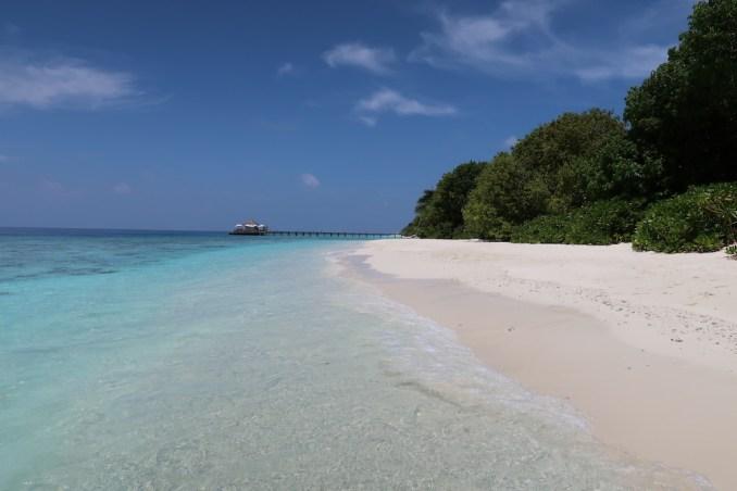 SONEVA FUSHI: BEACH ON SUNSET SIDE