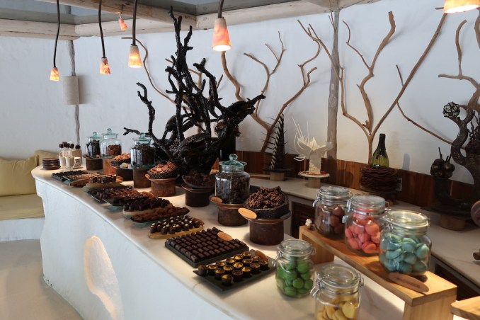 SONEVA FUSHI: CHOCOLATE ROOM