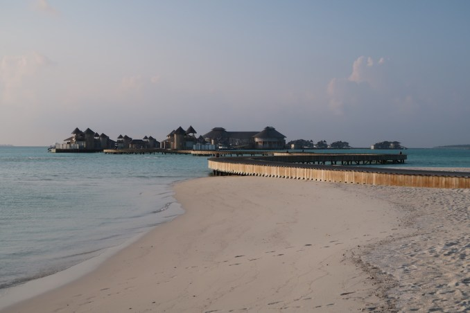 MEDHUFARU ISLAND: NORTH BEACH AT SUNSET