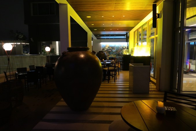 SHANGRI-LA COLOMBO HOTEL AT NIGHT