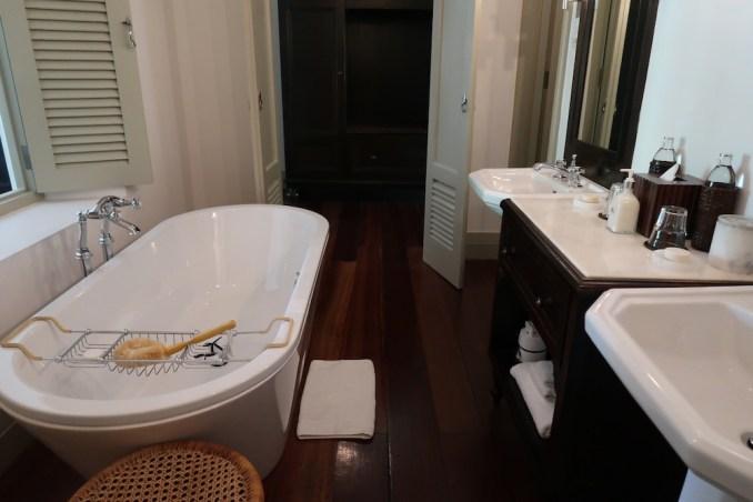 AMANGALLA CHAMBER: BATHROOM