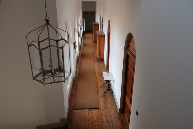 AMANGALLA : STAIRS TO SUNSET BALCONY