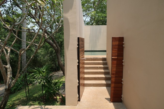 AMANWELLA: SUITE - ENTRANCE COURTYARD