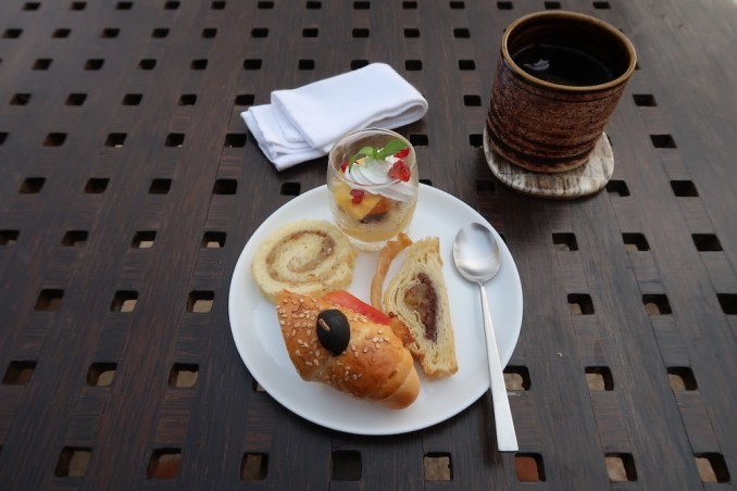 AMANWELLA: LOUNGE BAR (AFTERNOON TEA)