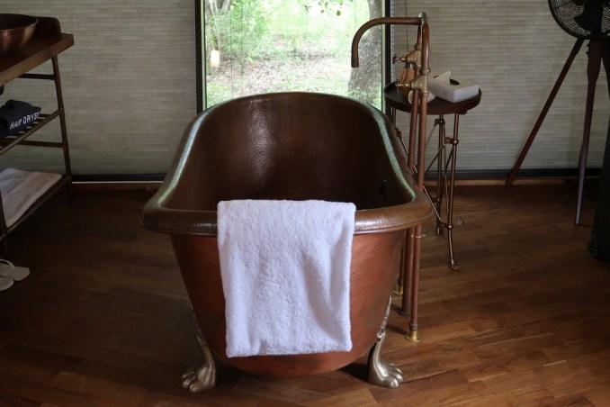 WILD COAST TENTED LODGE: COCOON SUITE - BATHROOM