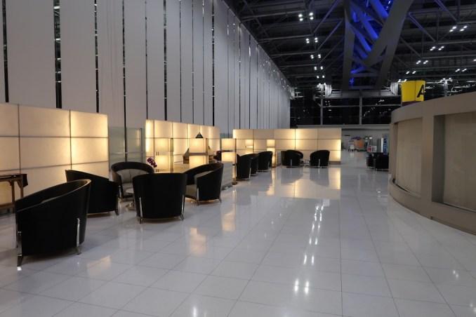 SUVARNABHUMI AIRPORT: THAI FIRST CLASS CHECK-IN AREA