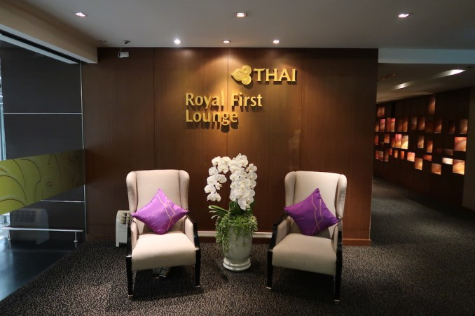 THAI FIRST CLASS LOUNGE: RECEPTION